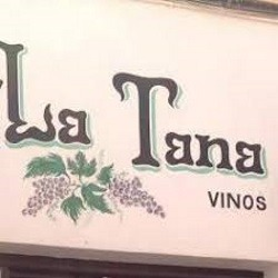 This bar in the Realejo offers a superb range of wine, tapas and platos of typical Spanish food, and a great atmosphere.