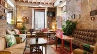 Lemon Rock Bar and Hostel